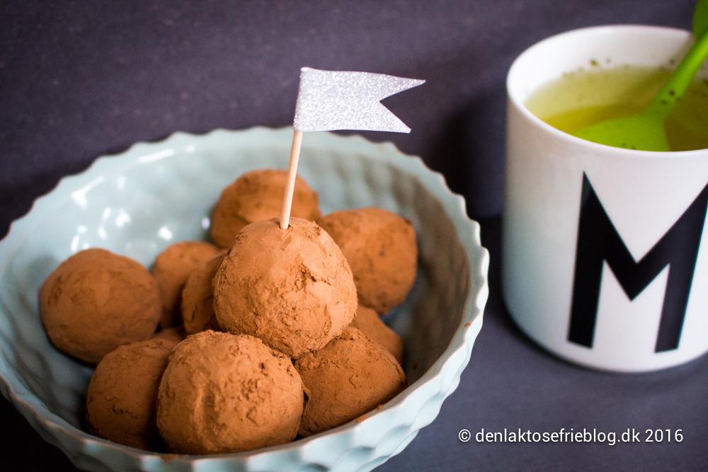 Mælkefri, laktosefri og sukkerfri abrikos-daddelkugler
