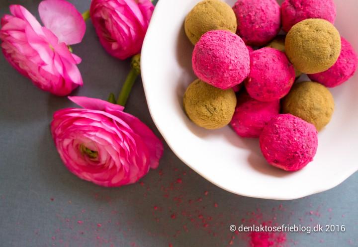 Mælkefri, laktosefri og sukkerfri dadelkugler med hindbærsmag